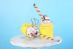 Mini dortík - muffin zdobený - 20cm - žlutý