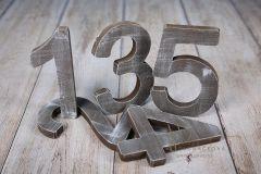 Číslo dřevěné - hnědá patina