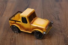 Auto plechové žluté