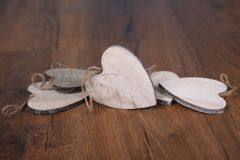 Srdíčko dřevěné s provázkem
