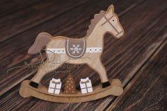 Koník houpací s dárky