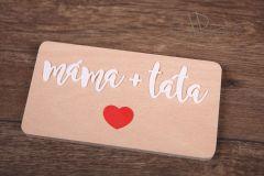 Tabulka s nápisem Máma + táta