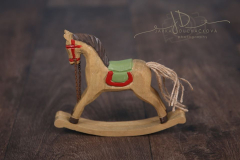 Koník dřevěný houpací barevný