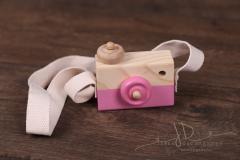 Foťáček dřevěný s popruhem růžový