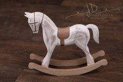 Koník houpací bílý